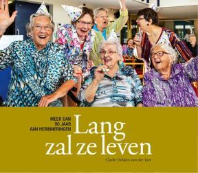 Ik corrigeerde het boek Lang zal ze leven - Claske Helders - Van der Veer https://claskesschrijfhuisje.nl/